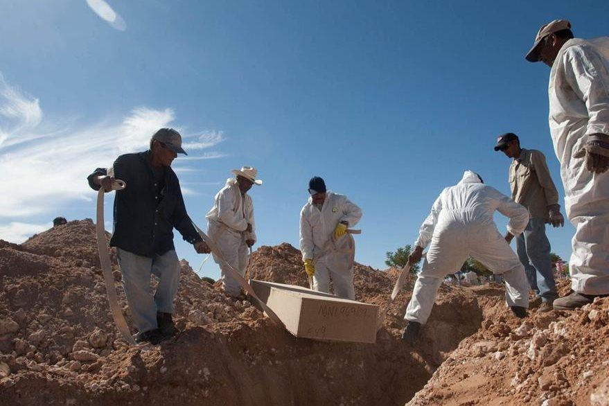 Miles de restos de personas descansan en México en fosas comunes sin nombre ni pasado.(EFE).