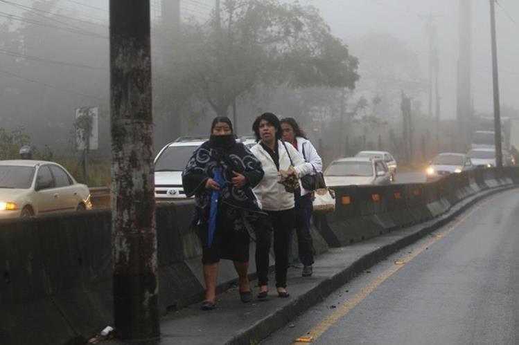 La lluvia y viento a afectó varios municipios de la zona metrópolitana. (Foto Prensa Libre: Erick Ávila)
