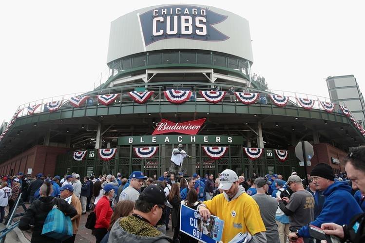 Los aficionados de Chicago y Cleveland viven con emoción la serie mundial. (Foto Prensa Libre: EFE)