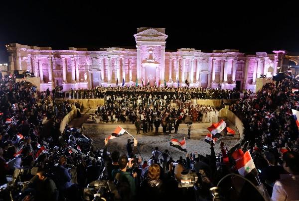 Orquesta sinfónica de San Petersburgo ds un concierto en Palmira, Siria.(AFP).