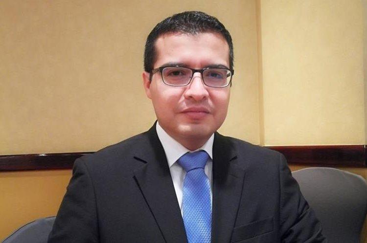 Rolando Martínez, director de Instituciones Financieras Centroamericanas de Fitch Ratings, aseveró que la banca guatemalteca se encuentra en mejores condiciones que el resto de Centroamérica. (Foto Prensa Libre: Urías Gamarro)