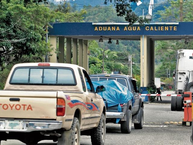 En el país existen 20 aduanas formales, pero hay 126 pasos vehiculares informales en las fronteras con México, Honduras y El Salvador, según la SAT.