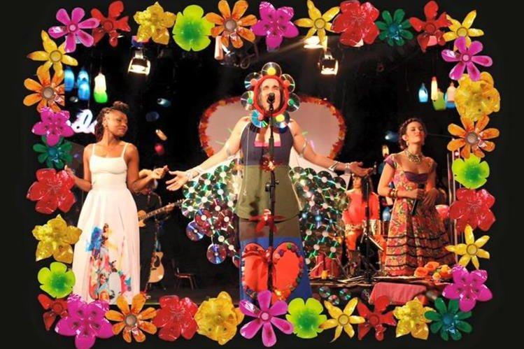 Florecita rockera despierta en el Día Internacional de la Mujer. (Foto Prensa Libre: FB Aterciopelados)