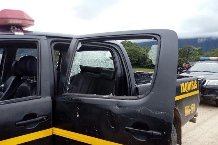 Al menos dos autopatrullas resultaron con daños por un ataque armado contra la PNC en Ixquisís, San Mateo Ixtatán, Huehuetenango. (Foto Prensa Libre: PNC)