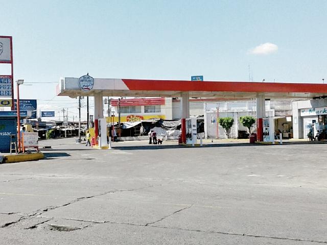 Gasolinera que fue cerrada por no contar con un estudio de impacto ambiental. (Foto Prensa Libre: Melvin Popá)