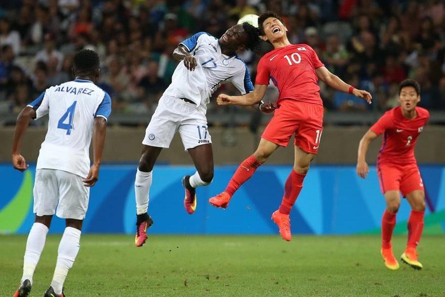 Corea del Sur tuvo muchas oportunidades de gol pero no las concretó. (Foto Prensa Libre: AP)