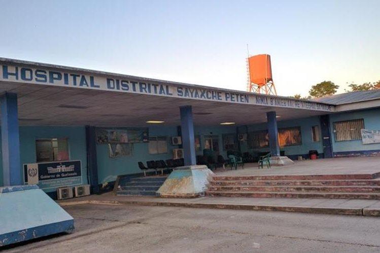 El menor fue trasladado al Hospital Distrital de Sayaxché, Petén. (Foto Prensa Libre: Rigoberto Escobar)