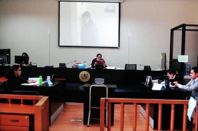 """Erick David Alexander Pablo García, conocido también como """"Mago"""" y """"Soldado universal"""" escuchó la acusación desde la cárcel Fraijanes 2. (Foto Prensa Libre: Carlos Hernández)"""