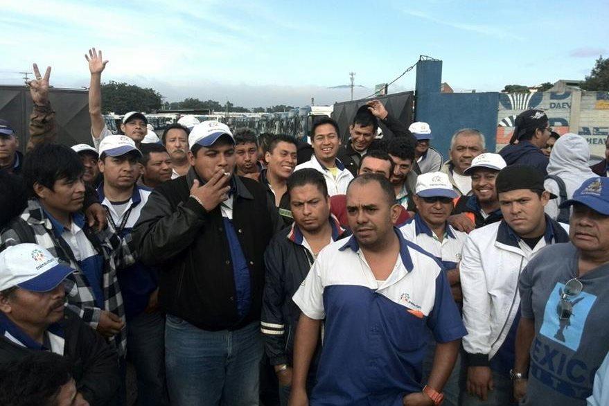 Pilotos del Transurbano aseguran que reciben malos tratos de la empresa Sistema Integrado Guatemalteco de Autobuses (Foto: Óscar Rivas).