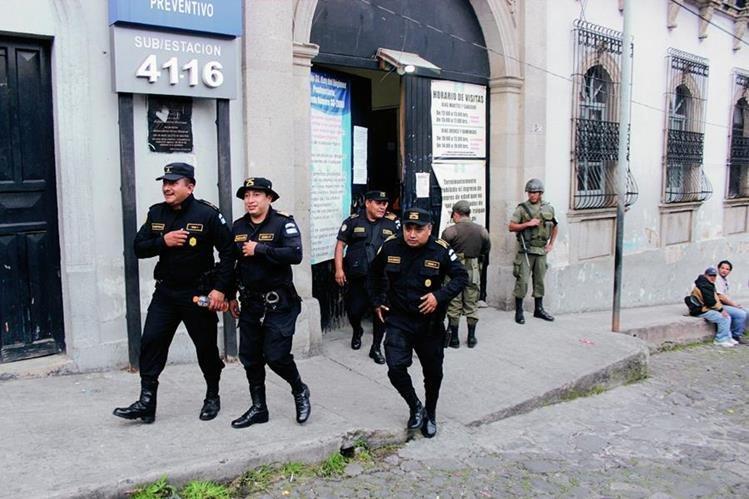 Cárcel para hombres de Quetzaltenango, donde se desarrolla la requisa. (Foto Prensa Libre: Carlos Ventura)
