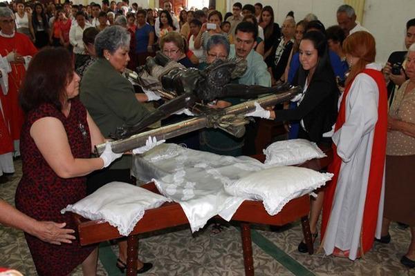 <p>El Cristo de Petén se venera en Flores. (Foto Prensa Libre: Walfredo Obando) <br></p>