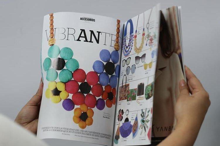 En las páginas de la revista se observa una diagramación con tendencia minimalista. (Foto Prensa Libre: Esbin García)