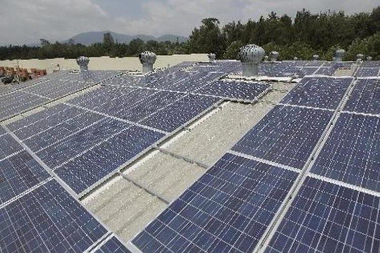 Cada cuatro paneles solares tienen la capacidad de generar 1 kilovatio (Foto Prensa Libre: Hemeroteca PL)