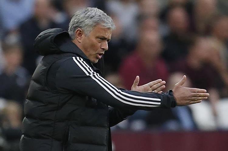 Mourinho no vivió un buen momento con el Mánchester United. (Foto Prensa Libre: AFP)