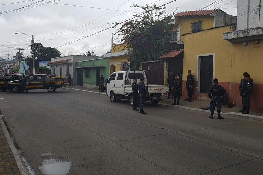 La PNC detectó el camíón en la 1a calle y 5a. avenida de la zona 1, San Miguel Petapa. (Foto Prensa Libre: PNC)