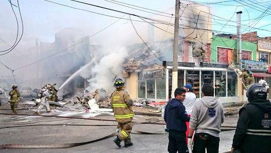 La aeronave cayó sobre una panadería. (Foto del sitio kienyke.com)