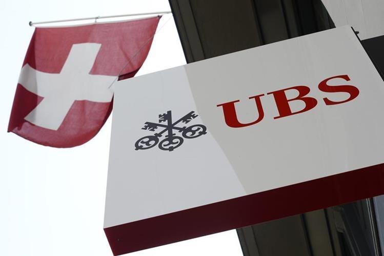 EL Banco USB, uno de los principales de Suiza, fue interrogado por el escándalo de corrupción de la FIFA. (Foto Prensa Libre: AP)