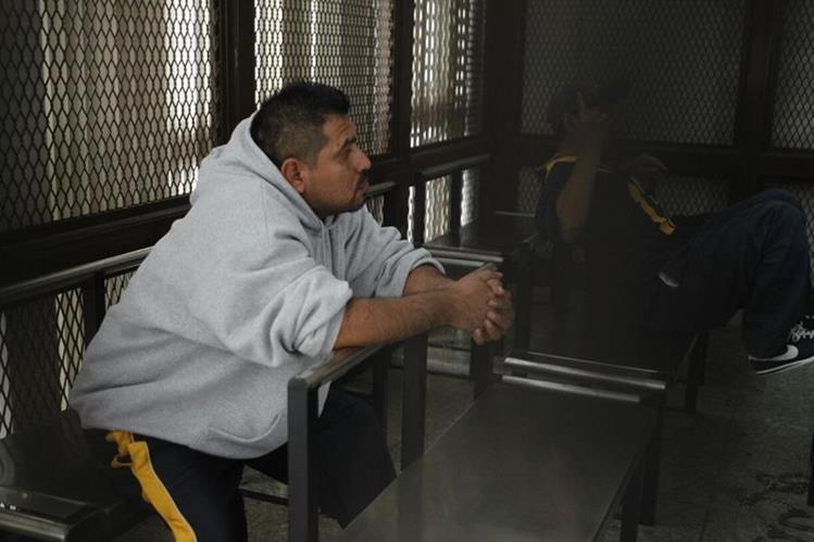 Jorge Mario Fernando González Son, alias el Chory, y César Augusto Boche, el Sleepy, escuchan la sentencia. (Foto Prensa Libre: Paulo Raquec)