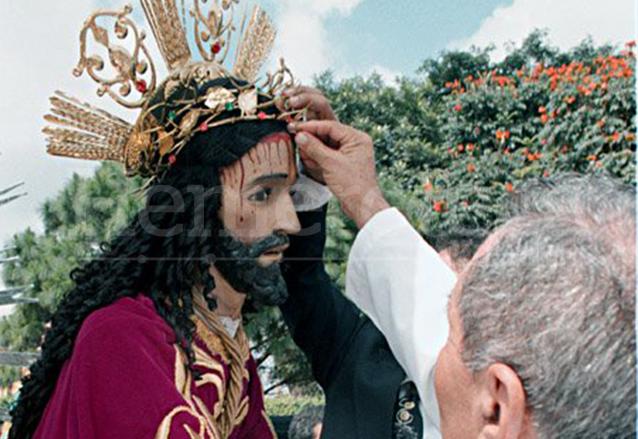 Consagración de Jesús de Trujillo en Villa Nueva en 1999. (Foto: Hemeroteca PL)