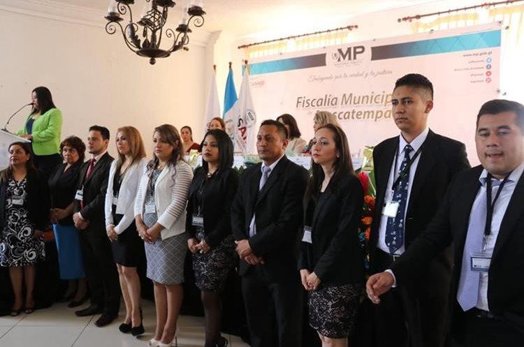 Autoridades del MP presentan el equipo que tendrá a su cargo la nueva Fiscalía Municipal de Atescatempa. (Foto Prensa Libre: Hugo Oliva)