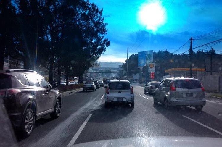 Congestionamiento al final de la Roosevelt hacia el occidente. (Foto Prensa Libre: @Donnerorlando27).