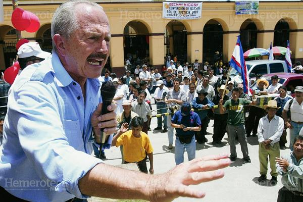 Eduardo Suger durante uno de sus mítines. (Foto: Hemeroteca PL)