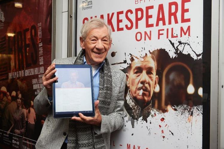 Ian McKellen, quien interpreta a Gandalf en El señor de los anillos, promociona la aplicación. (Foto Prensa Libre: yahoo.com).