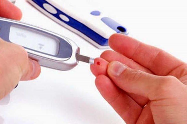 Es importante monitorear los niveles de glucosa con periodicidad. (Foto Prensa Libre: Hemeroteca PL)
