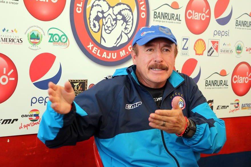 Rafael Loredo, técnico de Xelajú, confía en que el equipo presente un mejor nivel en el Apertura. (Foto Prensa Libre: Carlos Ventura).