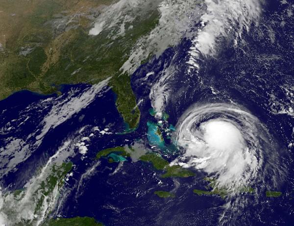 """Foto de satélite ubica el huracán """"Joaquín"""" en el Atlántico."""