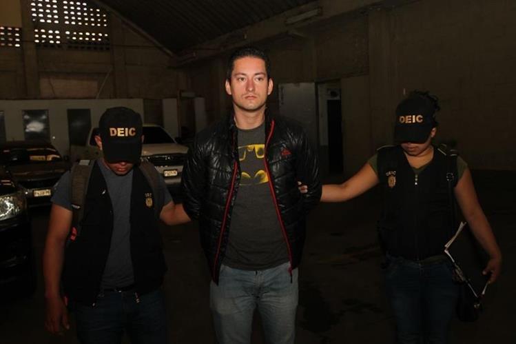 Neftalí Carrera Cruz fue capturado sindicado de haber violado a un alumno de una escuela en la zona 21 de la capital. (Foto Prensa Libre: Érick Ávila)
