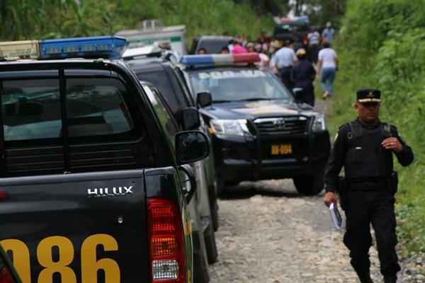 """<p>Vahículos de la Policía y Ministerio Público llegan al lugar donde fue encontrado el cadáver de una mujer joven. (Foto Prensa Libre: Eduardo Sam)<br _mce_bogus=""""1""""></p>"""