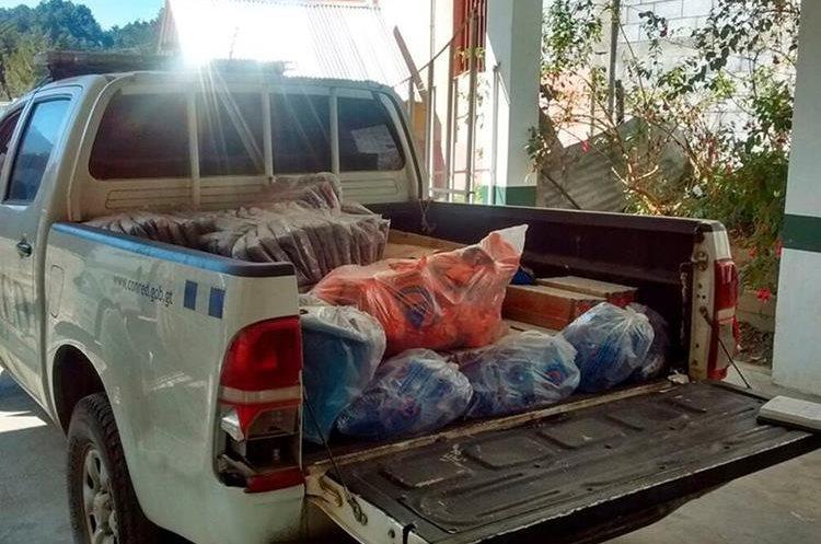 Un camión transporta agua e insumos para las personas que utilicen el albergue. (Foto Prensa Libre: Whitmer Barrera)