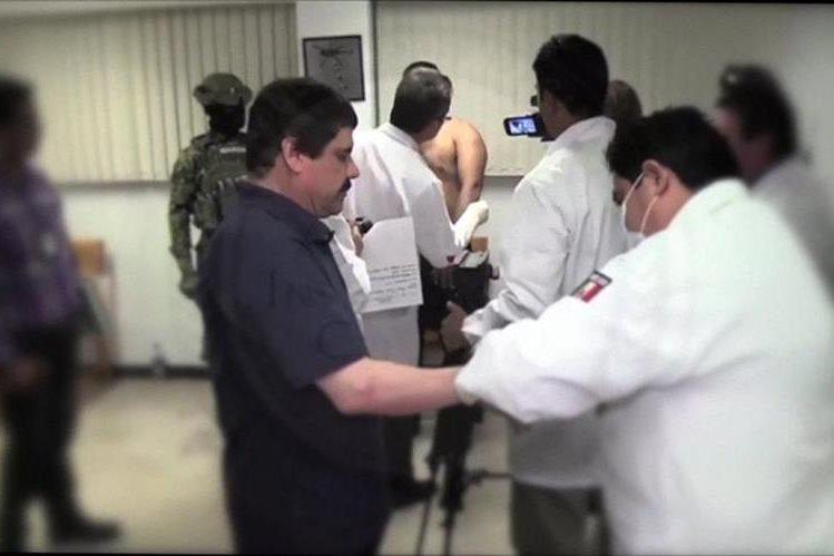 El Chapo Guzmán durante su registro en la prisión luego de ser recapturado en enero de este año. (Foto Prensa Libre: AFP).