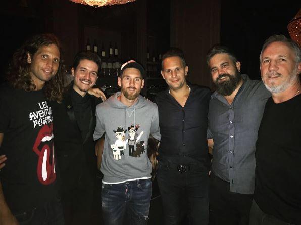 Lionel Messi compartió con los dueños del Presidente Bar en Buenos Aires. (Foto Prensa Libre: Instagram)