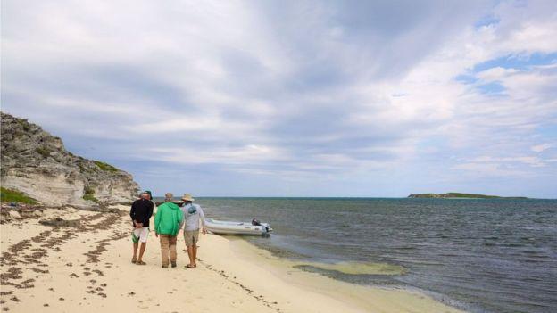 """El equipo está convencido que este lugar, Hawks Nest Harbour, en Gran Turca, es el lugar que Colón describió como el sitio suficientemente grande para recibir """"todos los barcos en la cristiandad"""". JON NICKSON/EYESPICE.COM"""