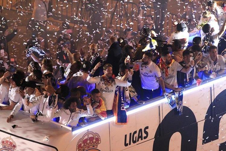 El Real Madrid regaló a su afición el título número 33 de su historia. (Foto Prensa Libre: EFE)