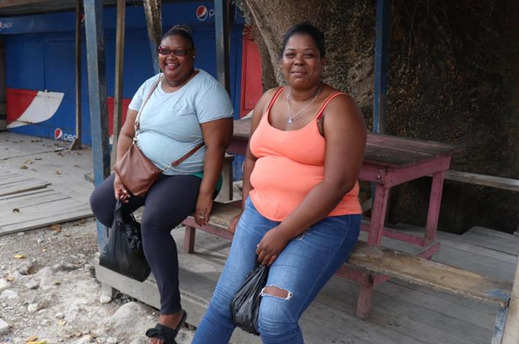Las hermanas Towel, originarias de Belice, desconocían que este domingo se efectuaba la Consulta Popular en Guatemala. (Foto Prensa Libre: Dony Stewart)