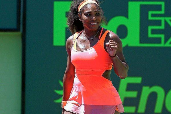La estadounidense Serena Williams festejó el triunfo. (Foto Prensa Libre: AFP).