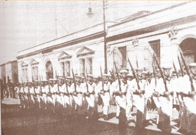 Ubico gustaba de los desfiles militares, en la imagen marineros alemanes retratados en el Álbum Gráfico de su administración en 1936. (Foto: Hemeroteca PL)