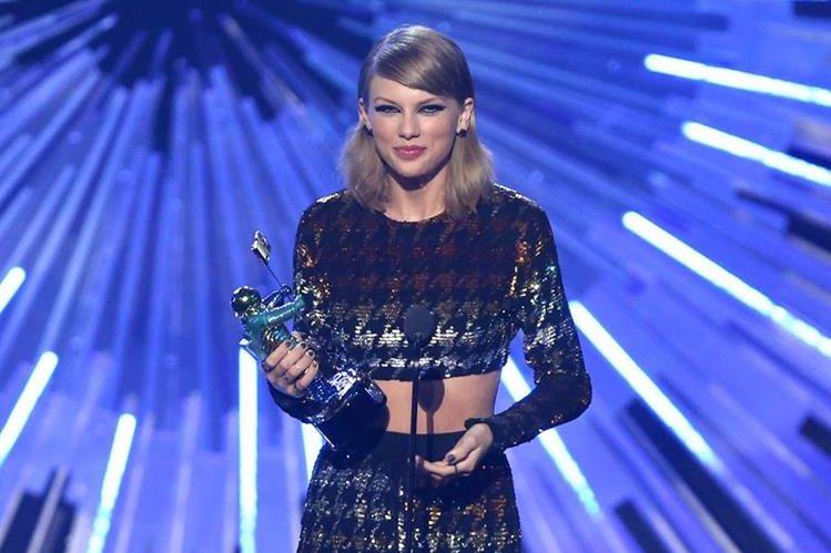 La cantante estadounidense Taylor Swift se llevó varios premios en los MTV VMA 2015, entre ellos, mejor video del año.