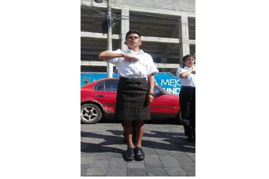 El rescatista es originario de Sololá. Foto Prensa Libre: Tomada de la página de Facebook de ElQuetzalteco).