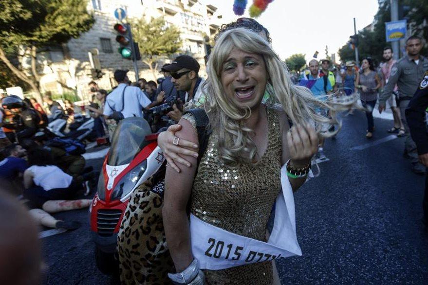 Según Casa Abierta, alrededor de cinco mil personas marcharon hoy en el centro de Jerusalén para reivindicar los derechos de la comunidad gay. (Foto Prensa Libre: EFE).