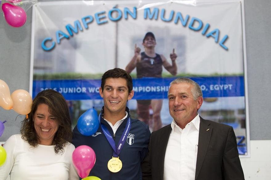 El pentatleta guatemalteco se colgó la medalla de oro en el Mundial Junior celebrado en Egipto.