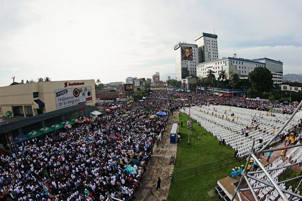 La plaza Divino Salvador del Mundo, San Salvador, escenario de la beatificación.(Foto Prensa Libre: AP).