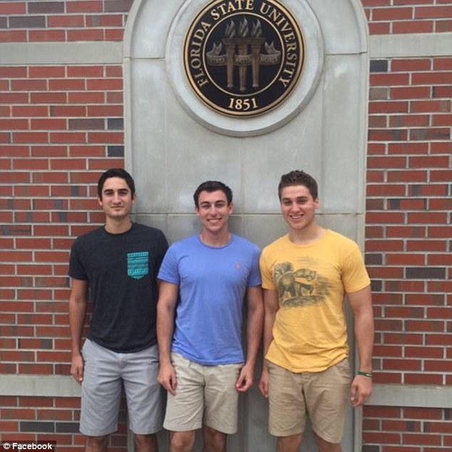 Austin Harrouff (izquierda) y algunos de sus compañeros de secundaria. (Foto: Facebook).