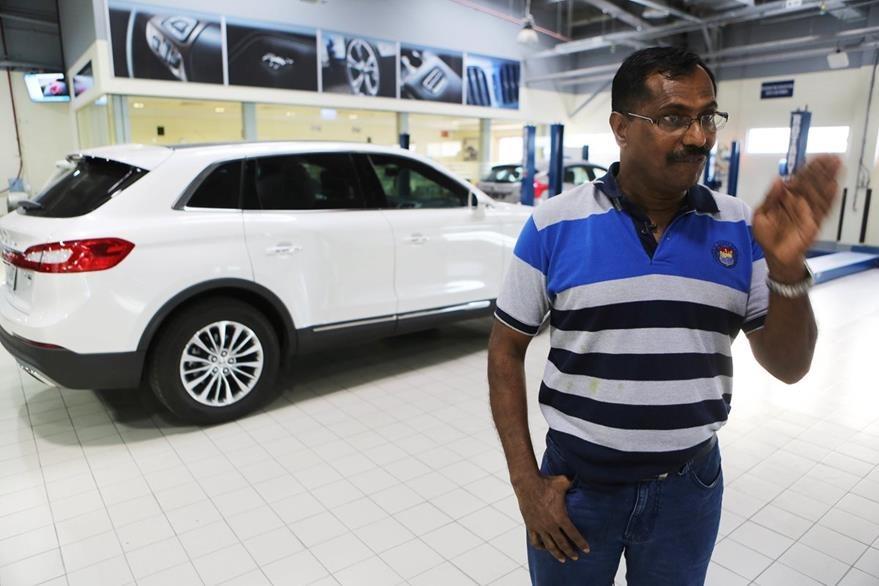Mohamed Basheer labora aún como coordinador de Tayer Motors. (Foto Prensa Libre: AP).