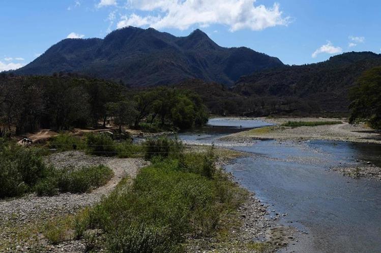 Vista general del río Lempa en Citala, a 100 kilómetros al norte de San Salvador. (Foto Prensa Libre: AFP).