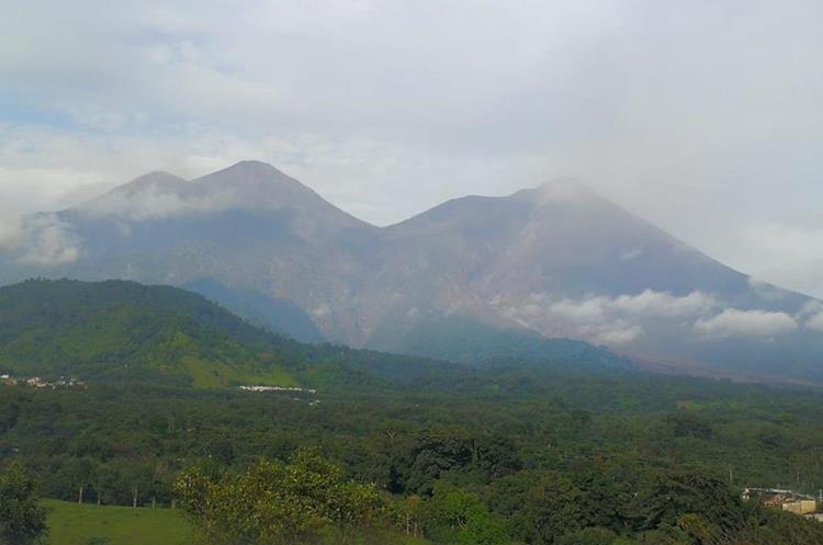 El Volcán de Fuego permanece en actividad, por lo que comunidades de San Pedro Yepocapa, Chimaltenango, están en alerta. (Foto Prensa Libre: César Pérez)