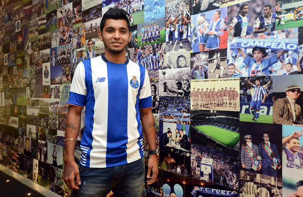 Jesús Corona promete darlo todo por la camiseta del Porto, tanto fuera como dentro de la cancha. (Foto Prensa Libre: Porto FC)
